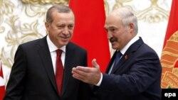 Реджеп Тайїп Ердоган (л) і Олександр Лукашенко