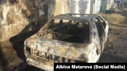 Сгоревший автомобиль в пригороде Бишкека. 16 октября 2017 года.
