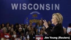 Hilari Klinton tokom kampanje u Viskonsinu