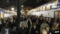На станции Сен-Лазар, 12 октября 2010