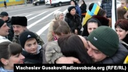 У Херсоні зустріли українських військових, які перебували у полоні «ДНР»