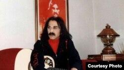 کوروش یغمایی، خواننده ایرانی.