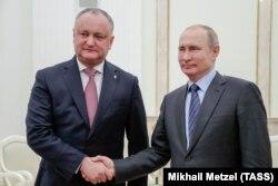 მოსკოვი, 2019 წლის 30 იანვარი: მოლდოვისა და რუსეთის პრეზიდენტები, იგორ დოდონი (მარცხნივ) და ვლადიმირ პუტინი