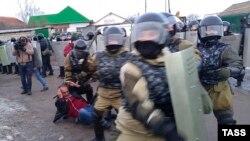Столкновения полиции и жителей села Плеханово. 17 марта 2016 года.
