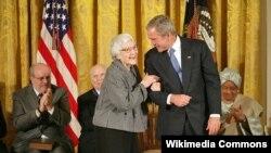 ABŞ - Harper Lee və George W.Bush, Washington, 5 noyabr 2007