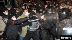 Столкновения в Донецке 13 марта 2014 года. Иллюстративное фото.