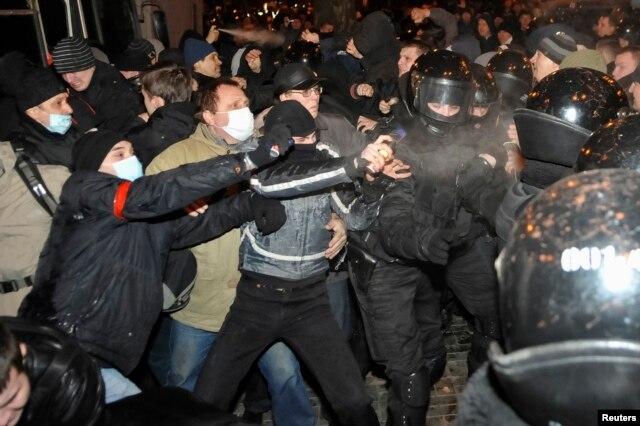 Столкновения в Донецке. 13 марта 2014