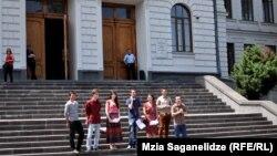 """""""В защиту автономии университетов Грузии"""" – под таким названием в социальных сетях сегодня начались сборы подписей под требованием приостановить ускоренное принятие поправок к закону о высшем образовании"""