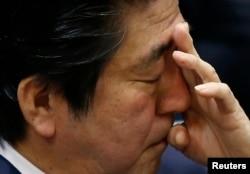 Синдзо Абэ в парламенте Японии. 2 февраля 2014 года