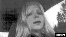 Ushtari, Bradley Manning shihet në këtë fotografi i veshur si grua në vitin 2010,