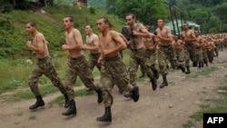 Հայկական բանակի զինվորները ֆիզպատրաստության պարապմունքների ժամանակ, արխիվ