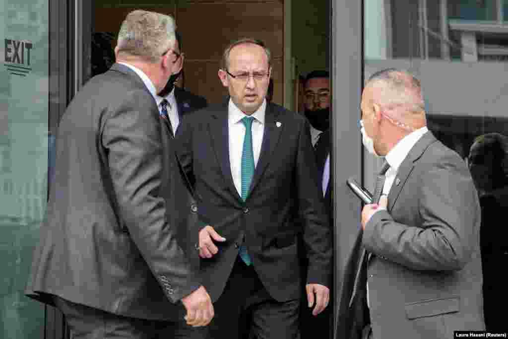 КОСОВО - Новиот премиер на Косово, Авдулах Хоти, изјави дека тој ќе го води дијалгот за нормализирање на односите со Србија, затоа што тоа е негово право и обврска согласно Уставот на Косово.
