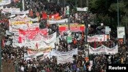 Pamje nga një protestë e mëhershme kundër masave të kursimit në Greqi