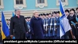 Президент України Петро Порошенко і президент Литви Даля Грібаускайте під час її візиту до Києва, 7 грудня 2018 року