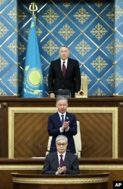 Бывший президент Казахстана Нурсултан Назарбаев, вступающий в должность президента экс-спикер сената Касым-Жомарт Токаев и председатель мажилиса Нурлан Нигматулин. Астана, 20 марта 2019 года.