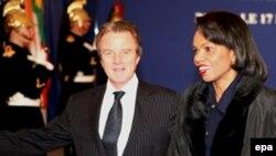 کاندولیزا رایس و برنار کوشنر، وزرای امور خارجه آمریکا و فرانسه در کنفرانس پاریس