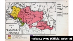 Поштова листівка із зображенням мапи України «Carte de L'Ukraine». Червоним кольором позначено територію, яка потрапила до складу СРСР. Ця листівка була видана в Бельгії у 1930-х роках