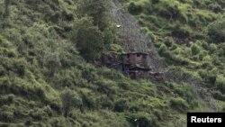 Назорат чизиғи Кашмир минтақасини икки мамлакат ўртасида бўлиб турувчи чегара ҳисобланади.