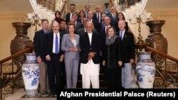 Нэнси Пелоси Афғонистон президенти Ашраф Ғани билан ҳамда мамлакатдаги Америка ҳарбийлари билан учрашди.