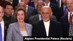 Birleşen Ştatlaryň Wekiller öýüniň spikeri Nansi Pelosi we owgan prezidenti Aşraf Gani. 20-nji oktýabr, 2019 ý.