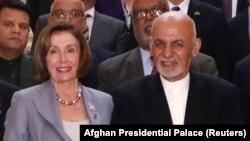 Президент Афганистана Ашраф Гани (справа) и спикер палаты представителей США Нэнси Пелоси.