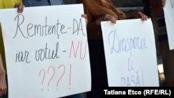 """La protestul din faţa CEC """"Diaspora contează, Diaspora votează!"""""""