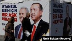 İstanbulda seçki plakatları