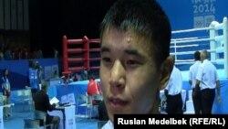 Казахстанский боксер Аблайхан Жусупов после победы на юношевских Олимпийских играх в Нанкине. 27 августа 2014 года.