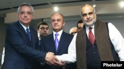 Armenia - Former Defense Minister Seyran Ohanian (C) and former Foreign Ministers Vartan Oskanian (L) and Raffi Hovannisian set up an opposition alliance in Yerevan, 13Feb2017.
