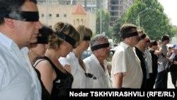 На акции в поддержку арестованых журналистов в Тбилиси