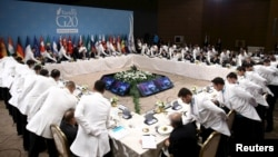 """Рабочий обед лидеров """"мировой двадцатки"""". Такой же синхронности действий в разрешении политических кризисов добиться не удалось"""
