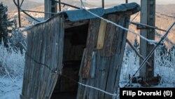 Барака на горна станция на влек на Мальовица. Снимката е архивна и е правена на 31.12.2015 г.