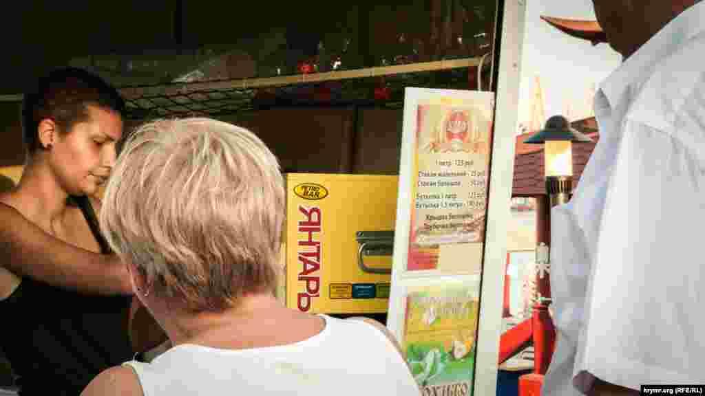 Охлажденный квас и лимонад в бочках спасает в жару