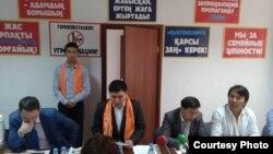 Активисты движения «Болашак» выступают с инициативой запрета «пропаганды секс-меньшинств». Алматы, 9 сентября 2014 года.