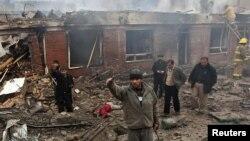 Кабулдагы соода борборунда бомба жарылгандан кийинки көрүнүш.