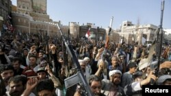 Прихильники руху «Аль-Хуті» вийшли на демонстрацію проти авіаударів коаліції на чолі з Саудівською Аравією, Сана, 1 квітня 2015 року
