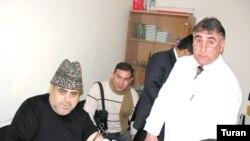 Qafqaz Müsəlmanları İdarəsinin rəhbəri Hacı Allahşükür Paşazadə qan verir. 30 yanvar 2007