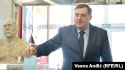 Milorad Dodik glasa na biračkom mestu u opštini Savski venac