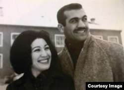 Fereydoun with his sister, prominent Iranian poet Forough Farrokhzad/ File photo