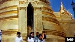 Знаменитый своей архитектурой Большой королевский дворец с его многочисленными буддийскими храмами в Бангкоке.