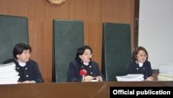 Апелляционная судебная коллегия по уголовным делам Атырауского областного суда на заседании по жалобе гражданских активистов Макса Бокаева и Талгата Аяна на приговор, вынесенный им судом в Атырау 28 ноября.