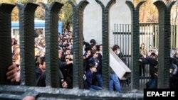 Тегеран университеті маңындағы наразылық шеруі.