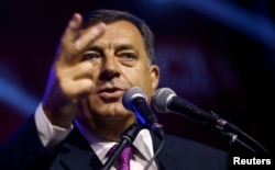 Мілорад Додік виголошує промову після оголошення результатів референдуму. Пале, Боснія і Герцеговина, 25 вересня 2016 року