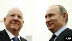 Президенты России и Израиля Владимир Путин (справа) и Реувен Ривлин