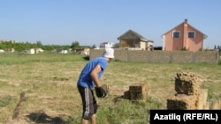 Ukraine -- Crimea, Crimean Tatar (Rustam) working on his land in Mirnoe village, 16May2014