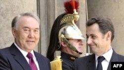 Президент Казахстана Нурсултан Назарбаев и президент Франции Николя Саркози. Париж, 11 июня 2008 года.