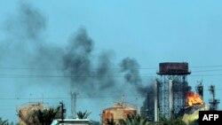 У места нападения на газоперерабатывающее предприятие близ Багдада. 15 мая 2016 года.