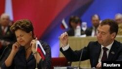 По мнению югоосетинского политика, Москва не хочет, чтобы Южная Осетия была признана Западом – так можно будет спекулировать ею в своих интересах