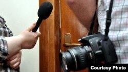 Это не первая попытка экс-министра связи пообщаться с представителями югоосетинских СМИ