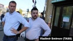Олексій Навальний (л) і керівник його штабу Леонід Волков